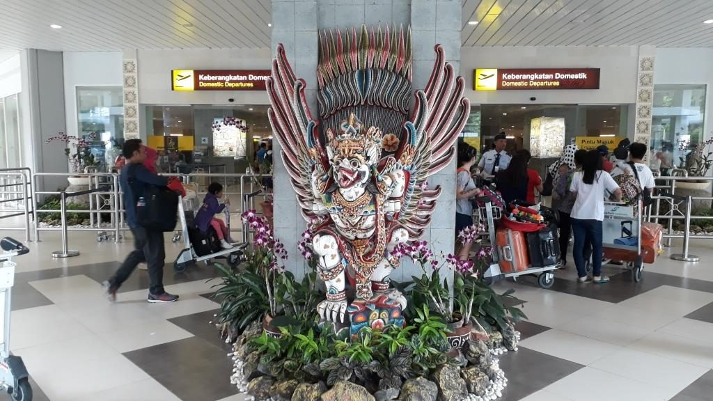 Bali airport domestic departure terminal meeting point for Bali Store Luggage